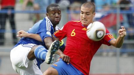 TIL CHELSEA: Chelsea og Barcelona er enige om en overgang for   den defensive midtbanespilleren Oriol Romeu. Medisinsk test og de personlige   betingelsene gjenstår før 19-åringen signerer for London-klubben. (Foto:   Michel Euler/Ap)
