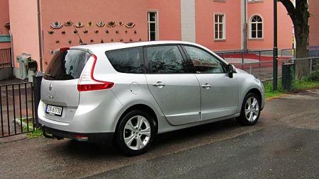 Renault-Grand-Scenic-skrått
