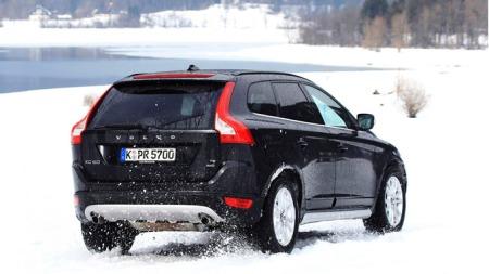 Volvo-XC60_2009_i-snø