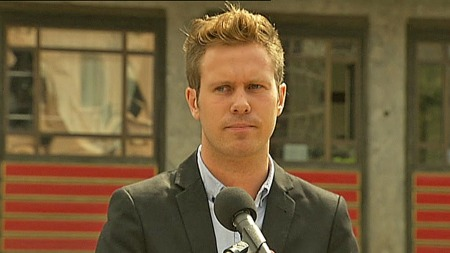 AUF-leder Eskil Pedersen setter stor pris på initiativet til gjenoppbyggingen av Utøya.  (Foto: TV 2)