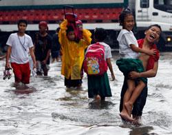 Tre av de ti omkomne er barn i alderen syv til ti år. (Foto: Reuters)