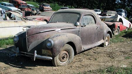 Ikke nok med åtte sylindere? Ok, her er en 1939 Lincoln Zephyr V12 coupé. Den møter du ikke mange maken til. Photo courtesy of Auction Solutions Inc