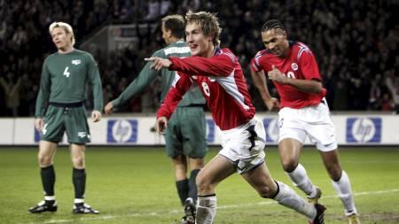 Morten Gamst Pedersen og John Carew mot Slovenia i 2004 (Foto: Richardsen, Tor/SCANPIX)