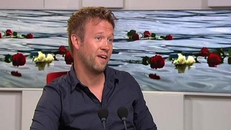 VIKTIG Å MØTES: Betydingen av å møte andre i samme situasjon   er helt avgjørende for pårørende etter drap, sier psykolog Stian Tobiassen,   til TV2 Nyhetskanalen. (Foto: TV 2)