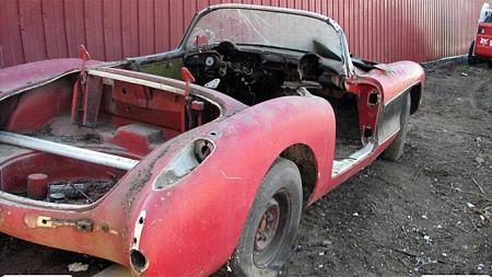 1957 Corvette - kanskje en av de aller siste som ikke allerede er restaurert og utenfor rekkevidde for oss med vanlig økonomi? Photo courtesy of Auction Solutions Inc