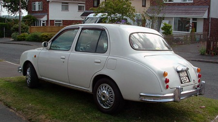 Det er gjort mye jobb med Micraen for å få den til å se ut som en Jaguar i begge ender. Foto: eBay