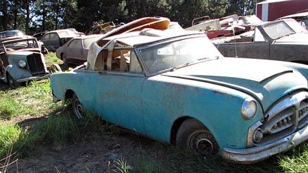 Når så du en 1953 Packard Caribbean convertible sist? Det kom inn minst én bil  til Norge med 30-årsregelen, og vi har sett én i en gammel, norsk svarthvitt-film. Denne kan bli din... Photo courtesy of Auction Solutions Inc