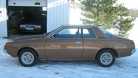 - Dessverre har jeg bare vinterbilder av bilene, de ble tatt til forsikringen for et par år siden, beklager selgeren. Begge bilene har originale aluminiumsfelger på sommerhjulene. Foto: Privat