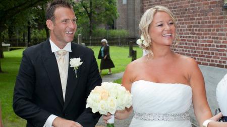 BRUDEPAR: Carsten og Tonje takker for gratulasjoner. (Foto: Thomas Reisæter)