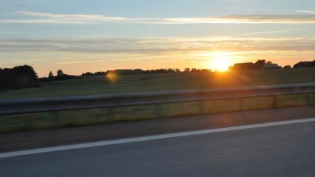 Solnedgang i nærheten av Halstmad i Sverige.