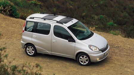 Toyota Yaris Verso - enkel og ukomplisert bil som er elsket av eierne sine.
