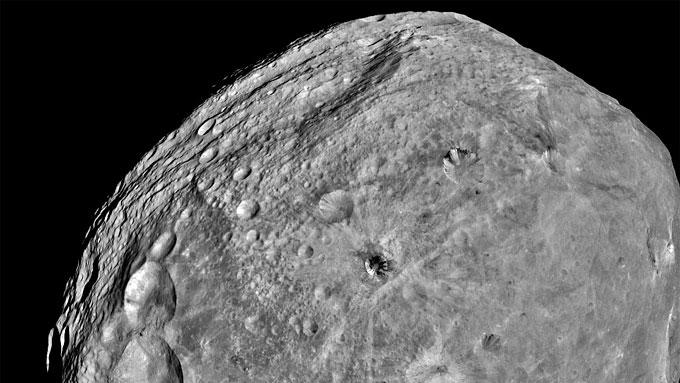 VESTA: Dette bildet av asteroiden ble tatt fra circa 5,200 kilometers avstand. (Foto: NASA)