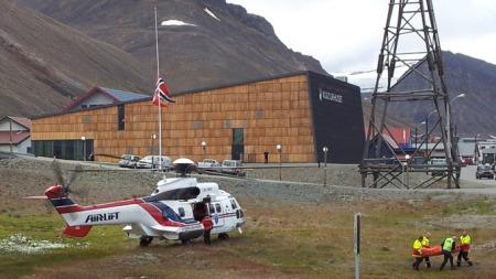 DREPT: En person er bekreftet omkommet etter angrep av isbjørner   fredag. (Foto: Thomas Lysgaard7Scanpix)