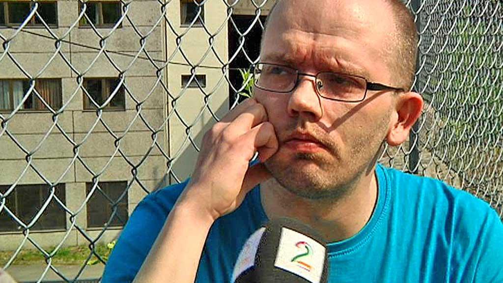 BEKLAGER: - Jeg vil gjerne be om unnskyldning for mine utsagn, sier Håvar Krane til TV 2 om opptakene der han snakker om å skyte et regjeringsmedlem og angripe regjeringen. (Foto: Robert Reinlund/TV 2)
