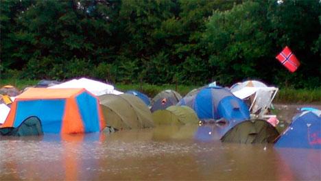 Det gjelder og unngå og sette opp teltet i en grop, ellers kan   du plutselig ende opp midt i en liten innsjø. Roskilde 2007. (Foto: Ingrid   Toppe)