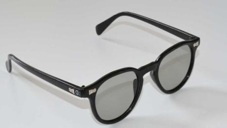 Tvillingjentenes 3D-briller er inspirert av Skandinavisk design   og den klassiske Hollywood-stilen. Denne modellen har fått navnet «James   Dean». (Foto: Ingri:Dahl)