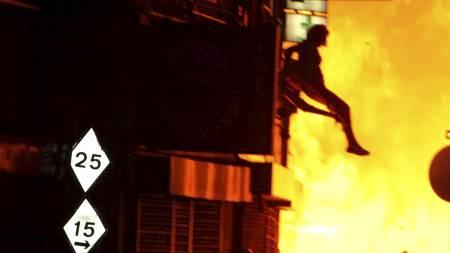 HOPPET FOR LIVET: En kvinne   hoppet fra en av bygningene som sto i brann i Croydon natt til tirsdag.   (Foto: AWA/ZOB/ZDS/wenn.com)