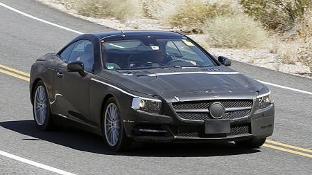 Det forventes at 2012-modellen vil lanseres i løpet av høsten - dermed er det kort tid til du får se bilen helt uten tape og forvillende striper. (Foto: Scoopy)