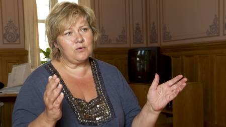 KLAR BESKJED: Høyreleder Erna Solberg måtte selv ta kontakt med regjeringen for å komme med sine innspill til hvem som skal sitte i kommisjonen. (Foto: Bendiksby, Terje/SCANPIX)