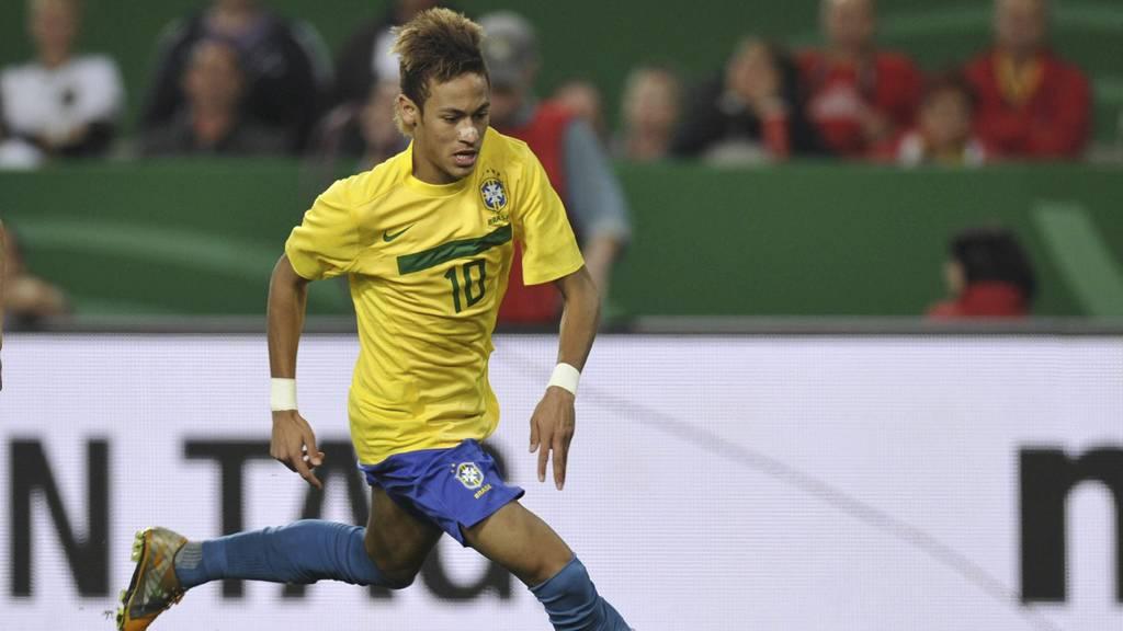 Chelsea, Barcelona og Real Madrid ønsker å signere Neymar. Spilleren kan gå til en europeisk klubb før neste sesong starter.  (Foto: THOMAS KIENZLE/Afp)