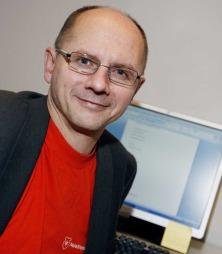 Runar Døving er professor på Markedshøgskolen og skrev sin avhandling   om mat som sosialt fenomen. (Foto: Markedshøgskolen)