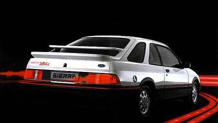 XR4i skulle være spydspissen og gi status til resten av Sierra-familien. Men prestasjonene sto ikke helt i stil med utseendet, og den særpregede modellen varte bare i drøyt to år. Foto: Ford