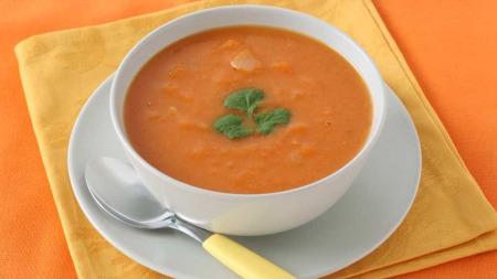 Gulrotsuppe er billig, sunn og god. Prøv deg fram med ulike krydder som anis, ingefær, appelsin og timian.  (Foto: Illustrasjonsfoto)