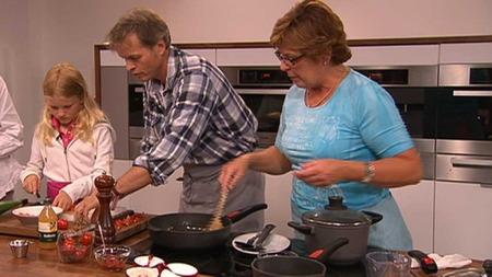 Erling Kagge og datteren Ingrid (9) lager mat med Wenche i God morgen Norge.  (Foto: God morgen Norge)