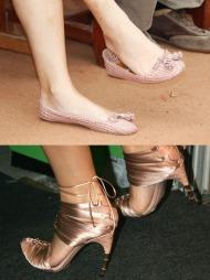 SKOPRINSESSEN:Kronprinsesse Mette-Marit kan, som andre jenter,   ikke få nok sko. Her med søte ballerinasko i lys rosa, og trendy gullsko   med snøring og skulpturell hæl.