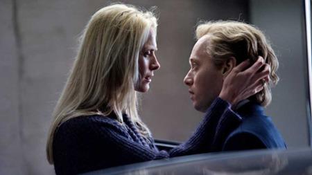 Synnøve Macody Lund og Aksel Hennie spiller hovedrollene i filmen «Hodejegerne». (Foto: Erik Aavatsmark )