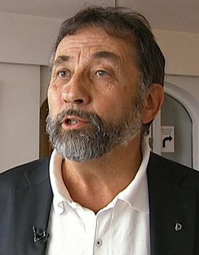 SKEPTISK: Sjeføkonom Per Richard Johansen i Kommunenes Sentralforbund. (Foto: Ole Ebbesen, TV 2)
