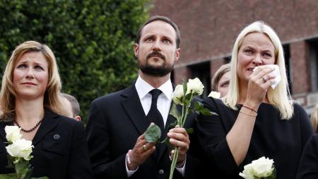 Kongefamilien   har vært samlende for hele Norge etter terroraksjonene i regjeringskvartalet   og på Utøya.