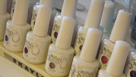 GELISH: Den gelébaserte neglelakken Gelish kommer i mange farger. Sørg for å velge en farge du ikke blir lei av. Neglelakken kan holde i opptil tre uker!