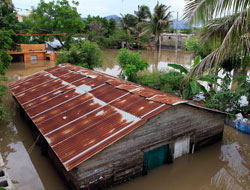 Det er store oversvømmelser på San Cristobal. (Foto: AP Photo/Roberto Guzman)