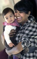 Mamma Monica med sin datter Sara Lovise som hun fødte kort tid   etter slankeoperasjonen. (Foto: Privat)