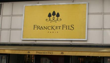 VINTAGEPAUSE: Er du lei av gamle og kanskje litt skitne klær? Ta deg en tur på det eksklusive stormagasinet Franck et Fils i en av byens mest fornemme bydeler.