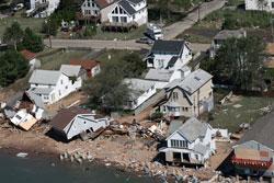 Redningsmannskapene tok dette bildet av ødeleggelsene på Long Island nord for New York mandag. (Foto: AP Photo/Connecticut National Guard, John Whitford)