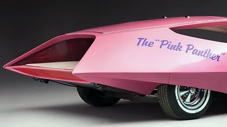 Til og med bremsetromlene er rosa, selv om det rosa gulvteppet bilen tidligere hadde ser ut til å være byttet ut med et mer nøytralt på disse ferske bildene fra auksjonshuset. (Foto: Zero Collective Ltd.)