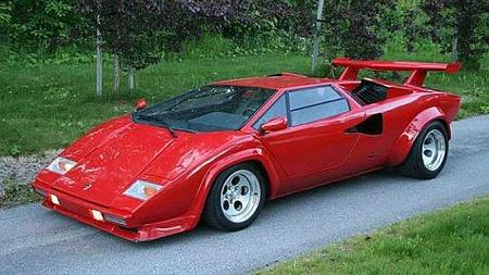 Slik så bilen ut da Ronny kjøpte den for et par år siden. Her er det lite - om noe - som avslører at det ikke er ekte vare vi ser på. Men registrering er i beste fall en utfordring, innrømmer han. Foto: Privat