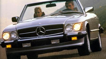 Romantikken blomstrer ikke like sterkt i alle biler. Under halvparten av norske menn og kvinner ville ta med seg partneren dersom de kunne velge fritt reisefølge til en romantisk biltur, viser undersøkelsen. Foto: Mercedes-Benz