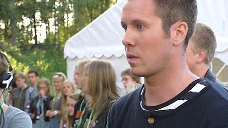 HYGGELIG FYR: ¿ Han var en hyggelig fyr som sa at han hadde   lyst å bidra for ungdommene som hadde hatt en tøff sommer og som får   en hyggelig opplevelse i kveld og det synes jeg var veldig hyggelig og   det setter vi stor pris på, sier AUF-leder Eskil Pedersen. (Foto: Magnus   Wathne/TV 2 )