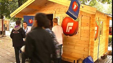 LÅNT AV SP: Fremskrittspartiet får ikke like mye skryt.  ¿ Det ser ut som om de har lånt boden til Senterpartiet, mener professoren.  (Foto: TV 2)