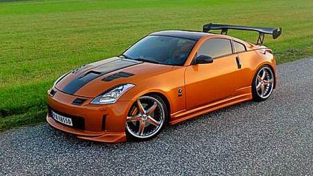 Nissans 350 Z fra årene 2003 - 2009 var en lekker bil som, i likhet med sine forgjengere, har fått en stor tilhengerskare verden over. Standardmotoren henger godt med, og Lars har lystgass på lur hvis behovet skulle melde seg. Foto: Privat