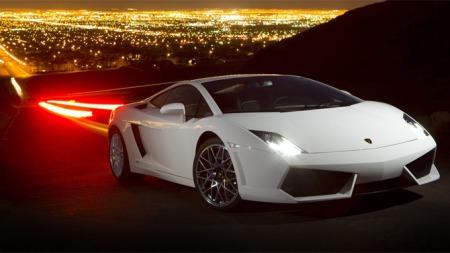En slik bil kan bli din for nesten halvannen million mindre enn den koster ny. Det er jo en hyggelig prisreduksjon, men når du likevel må punge ut 2,49 millioner kroner, så er det plutselig en liten investering likevel da...