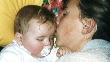 HJERTEBARN: Ragnhild ligger trygt inntil mor. Ragnhild blir omtalt som et hjertebarn av mor Linda. (Foto: Privat)