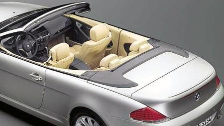 Bilen var parkert med taket nede da kvinnen startet på jobben med å vaske den. Hva som har skjedd underveis er ukjent. Illustrasjonsfoto: BMW