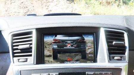 På displayet vises blant annet hvor mange grader helling bilen har sidelengs, og hvor bratt bakken den står i er.