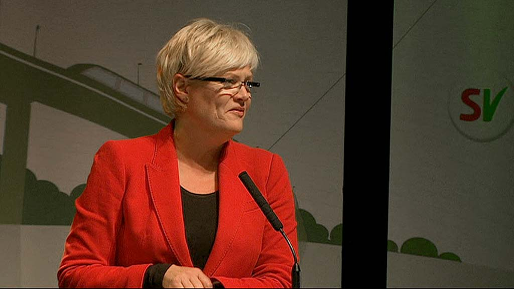 VALGKAMPSTART: - Valgkampen til 2013 starter nå, slo SV-leder Kristin Halvorsen fast en time etter at valglokalene til kommune- og fylkestingvalget 2011 stengte. (Foto: TV 2)