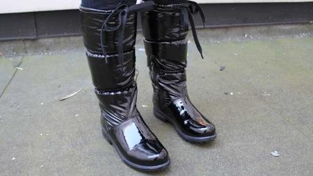 Det finnes støvler i varianter nok til å kunne variere flittig   gjennom en regntung høst. Støvletter fra Geox. Pris ca. 1200 kr. (Foto:   God morgen Norge)
