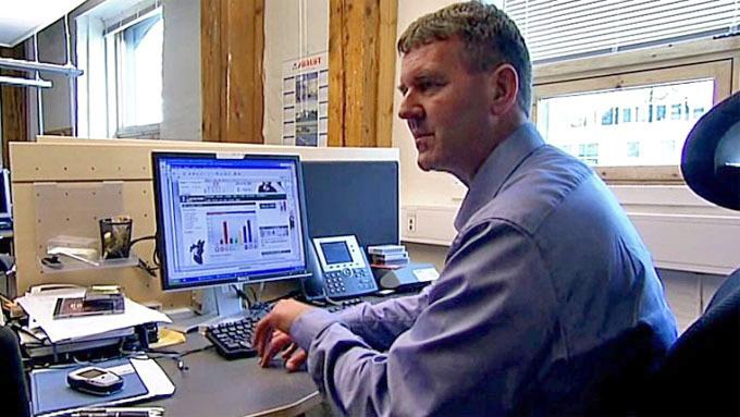 TALLKNUSER: Terje Sørensen er TV 2s beste tallhode. Her i aksjon på hovedkontoret i Bergen.